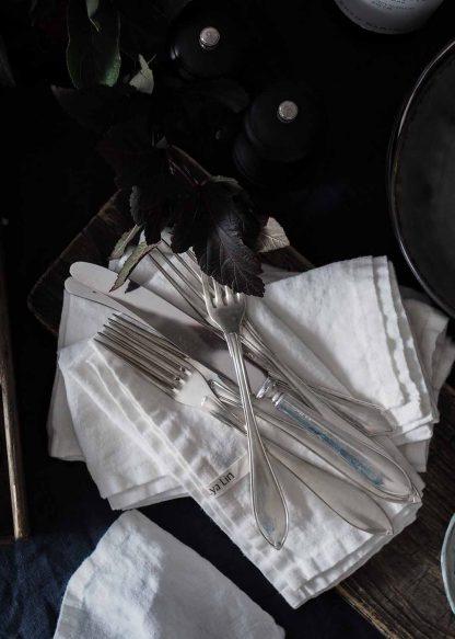stentvättade vita linneservetter