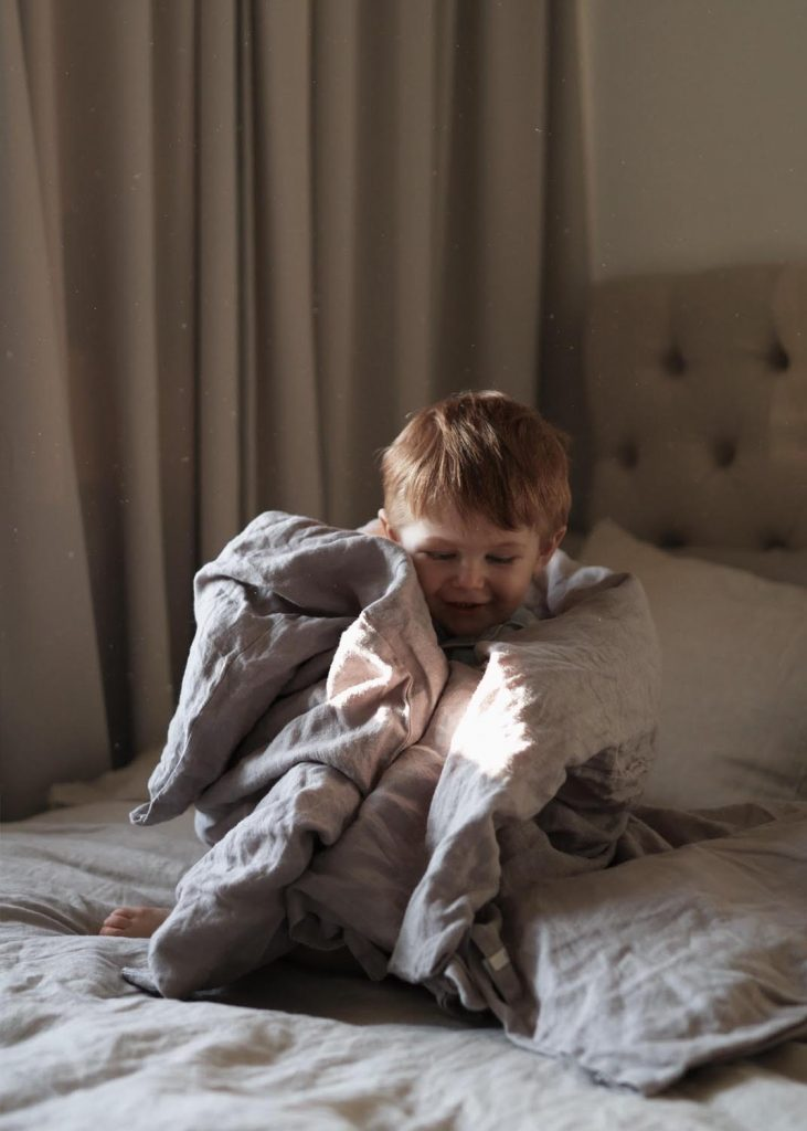 grå sängkläder för barn