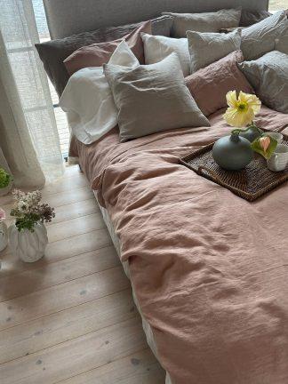 rosa sängkläder av linnetyg